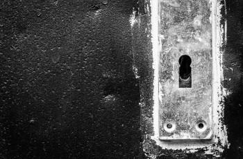 keyhole-1763200_1280 (1)